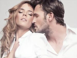 Stipri aistra ar pavydas – meilės požymiai?