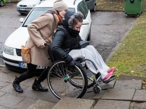 Neįgalieji širsta: duokit asmeninius asistentus!