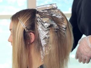 Ar tinkamai prižiūrite šviesintus plaukus?