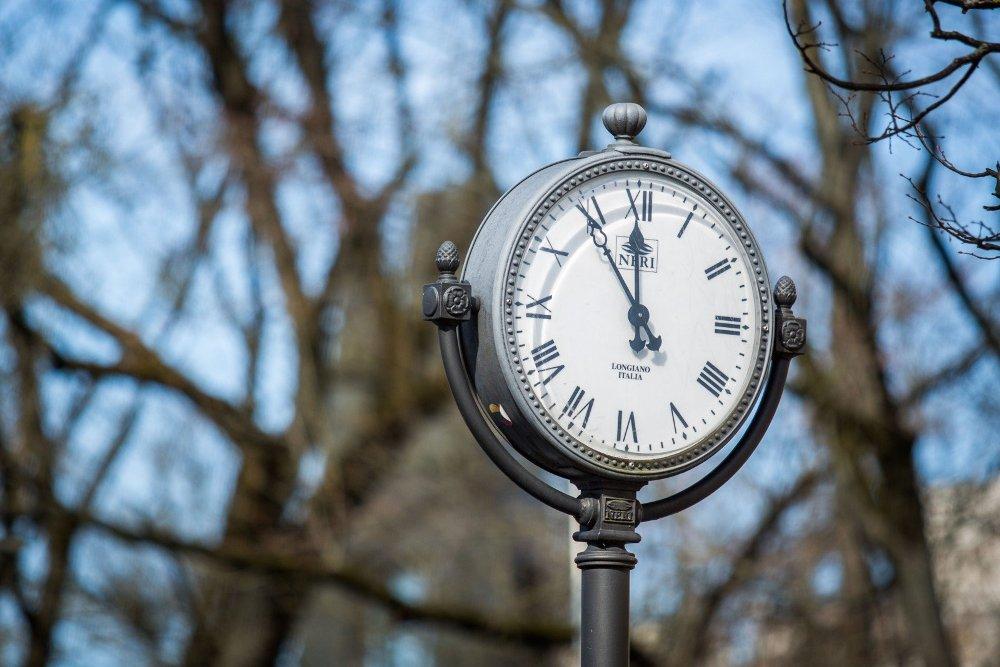 Rengdamasi vėl sukti laikrodžių rodykles į priekį, Lietuva tikisi tai daryti nebeilgai