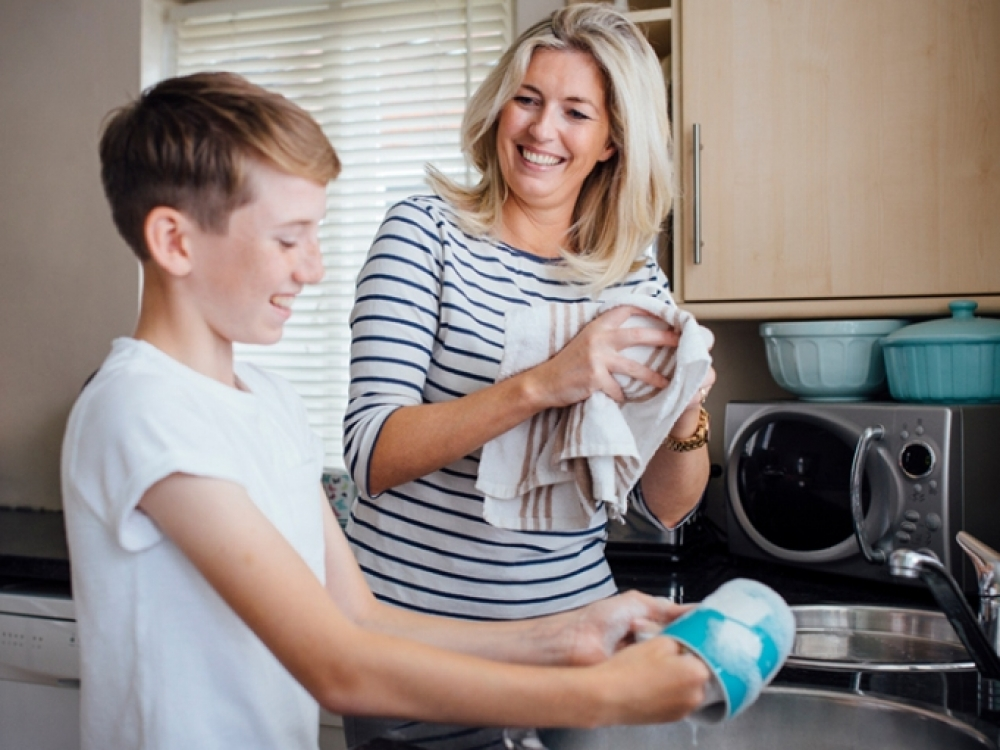 Paaugliukai ir paaugliai – visaverčiai šeimos pagalbininkai?
