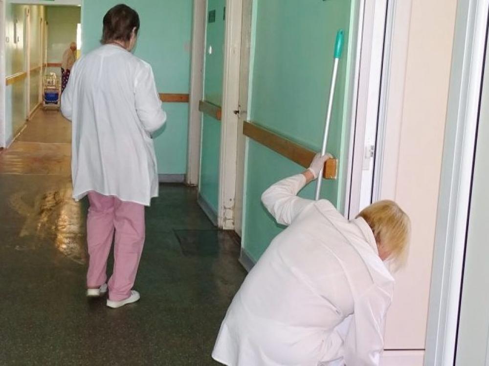 Slaugytojo padėjėjau, marš valyti koridoriaus!