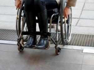 Parlamentarai kreipėsi į sveikatos apsaugos ministrą dėl neįgaliesiems nepritaikytų gydymo įstaigų