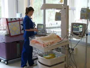 Gydytojams, slaugytojams ir akušeriams bus paprasčiau gauti licencijas