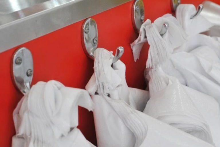 Už plastiko maišelių dalinimą veltui siūlomos baudos