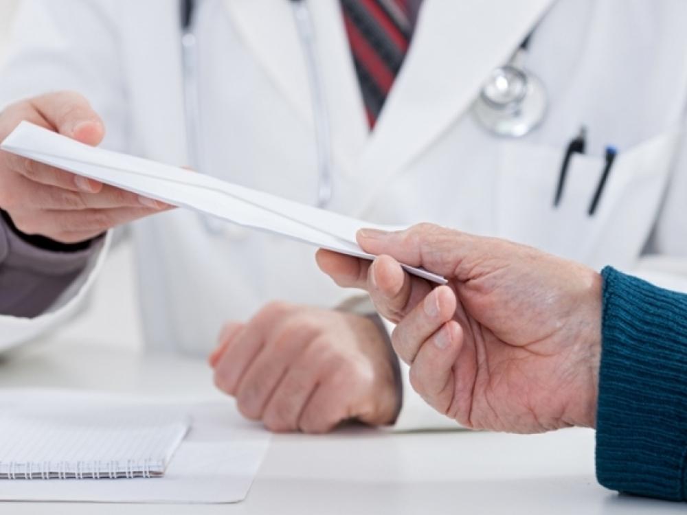 Už 350 eurų kyšio paėmimą Marijampolės gydytojui skirta 18 tūkst. eurų bauda