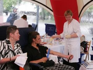 Pernai šiek tiek sumažėjo kraujo donorų, tačiau padaugėjo aukojančiųjų pakartotinai