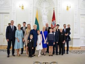 Valstybės apdovanojimai – už nuopelnus Lietuvai