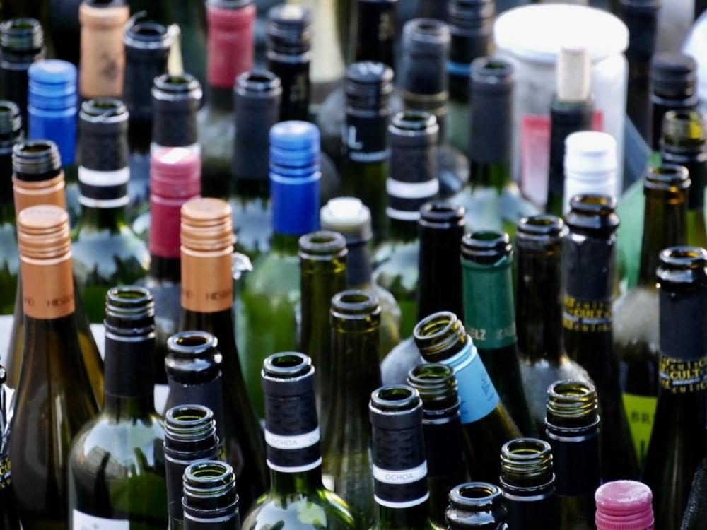 Seimo nesutarimai dėl vyno butelių keliasi į rudenį