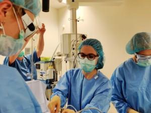Unikali operacija: medikai dar negimusių dvynių kraujotaką gimdoje atskyrė lazeriu
