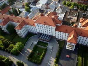 """Kauno klinikų automobilių aikštelę už 2,6 mln. eurų statys """"Eikos statyba"""""""