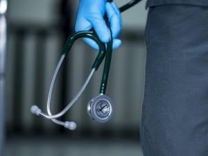Kalėjimų medikai apžergę kelias vietas?
