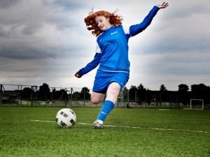 Moterims futbolą žaisti sveika