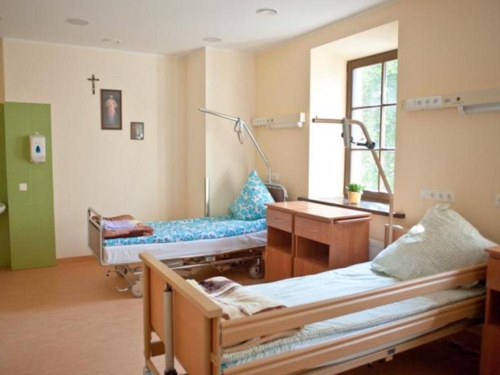 Svarstoma galimybė hospisams, krizinio nėštumo centrams nemokamai duoti patalpas