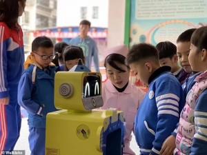 Kinija: mažylių sveikatą patiki robotams