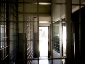Kalėjimų medikai belsis į teismų duris