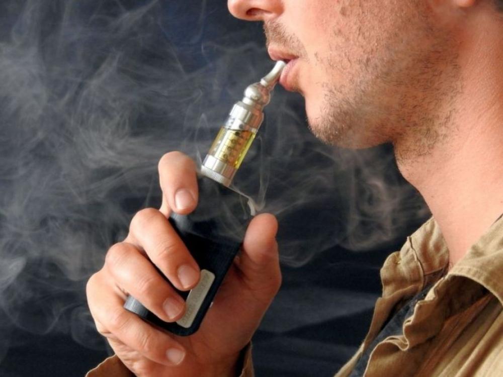 Seime – siūlymas licencijuoti elektroninių cigarečių prekybą