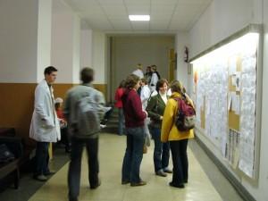 Dėstytojas gydo – studentai laukia