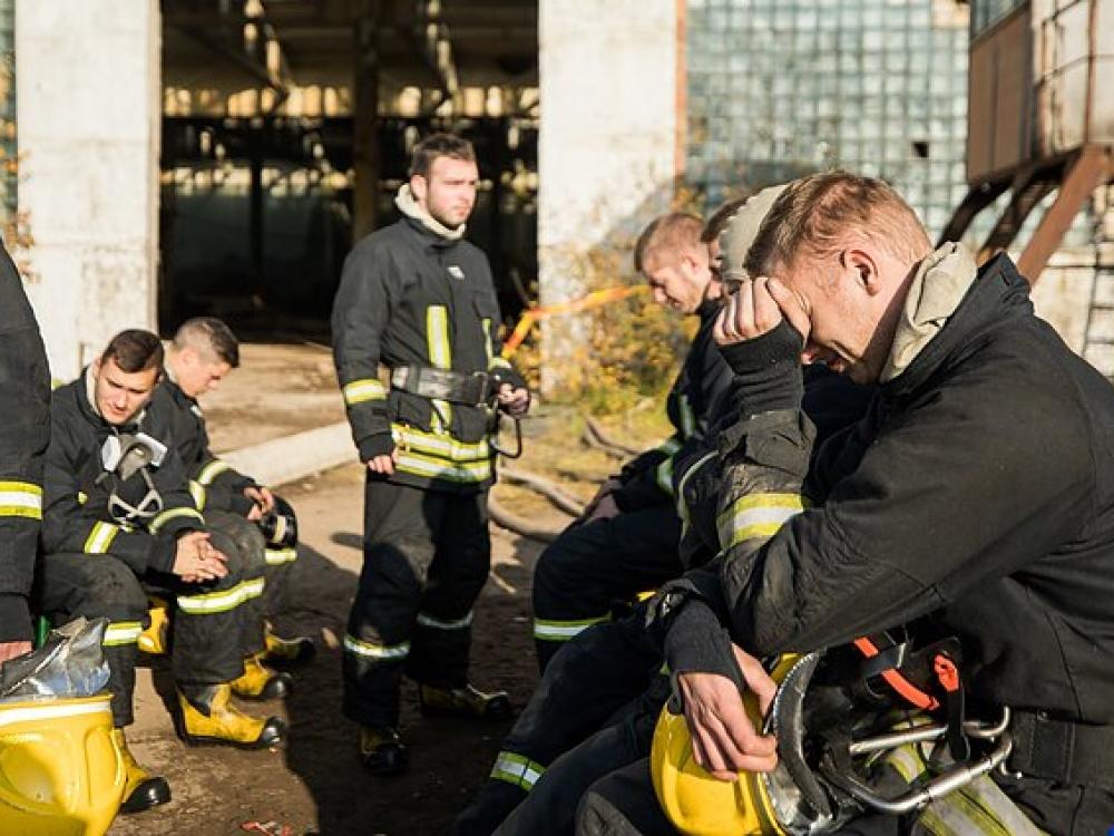 Daugumai Alytuje gaisrą gesinusių ugniagesių rimtų sveikatos sutrikimų nenustatyta