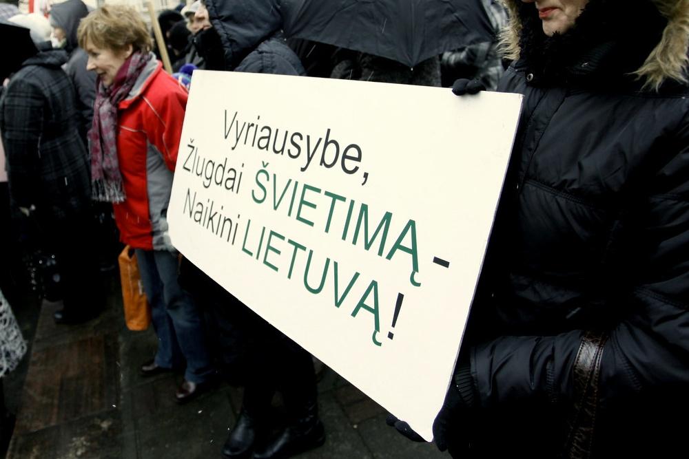 Protestų virusu užsikrėtė ir mokslininkai