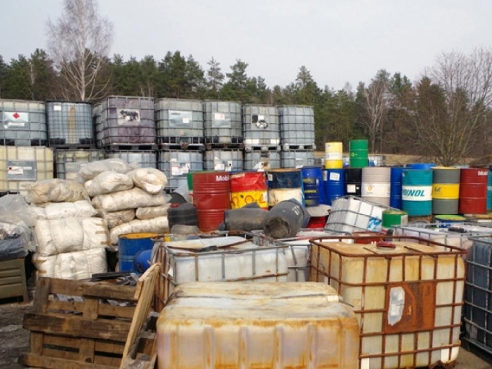 Utenos rajone rastos netinkamai laikomos pavojingos atliekos