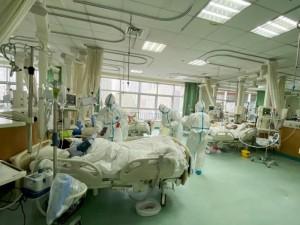 Nuo koronaviruso mirus daugiau nei 360 žmonių, Kinija atidaro naują ligoninę