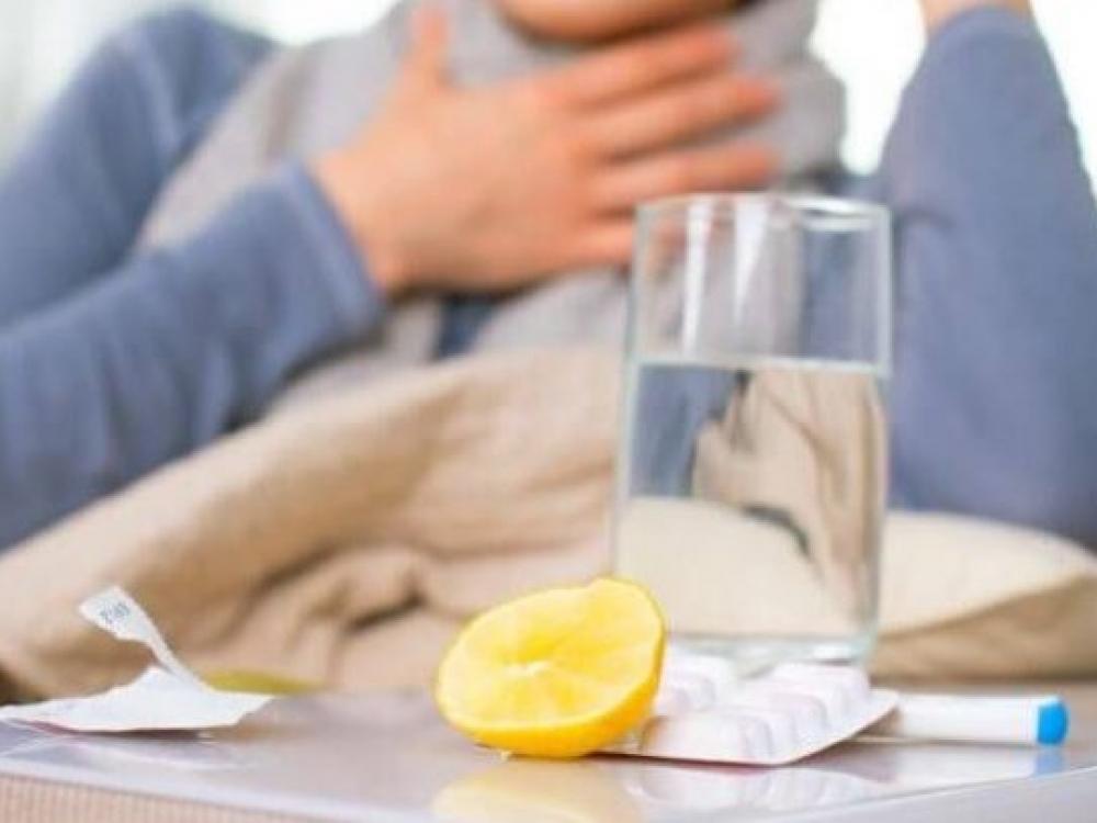 Medikai ragina peršalimo simptomus jaučiančius gyventojus nepanikuoti dėl koronaviruso
