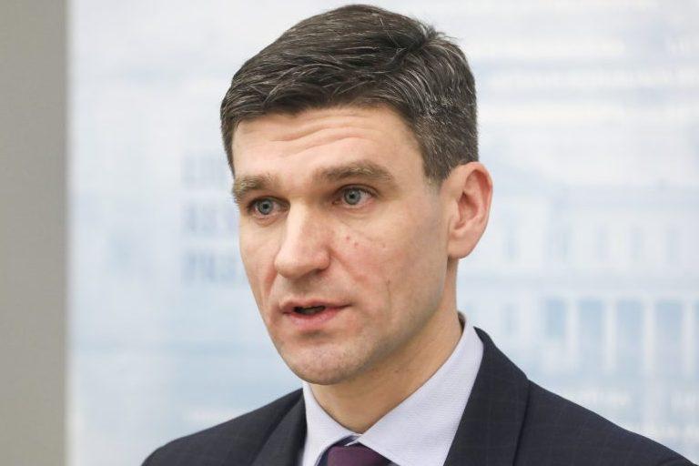 Prezidento patarėjas siūlo nedelsti su sprendimais dėl ekstremalios situacijos