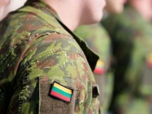 Vyriausybė pasitelks karius oro uostuose ir pasienyje, Šiauliuose siūlo atšaukti renginius