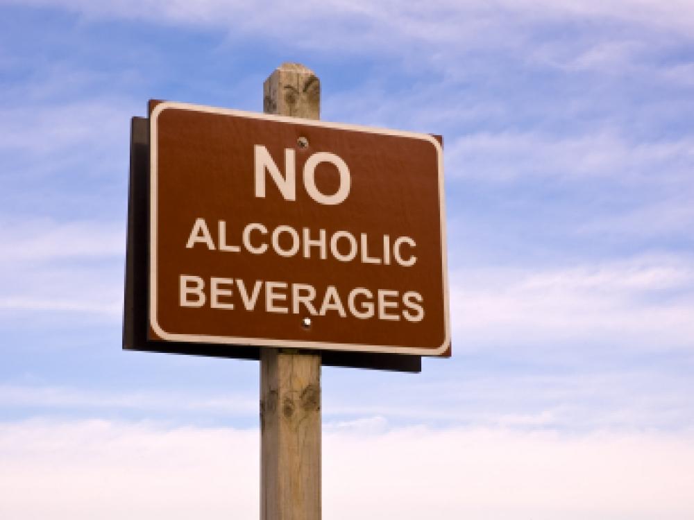 JAV mokslininkai: kuo griežtesnė antialkoholinė politika, tuo mažiau geriančiųjų