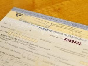 Iš užkrėstų šalių grįžę, bet sveiki asmenys nebegaus nedarbingumo pažymėjimų