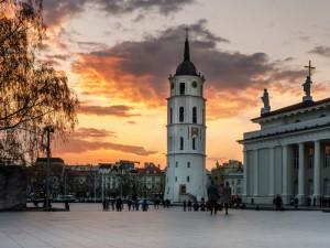 Vilnius jau priėmė sprendimą: stabdo ugdymo procesą mokyklose ir darželiuose, uždaro viešas pramogų erdves