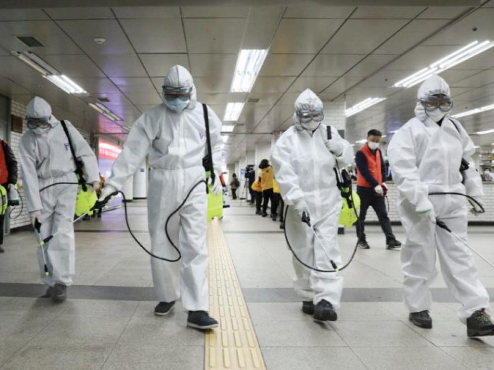 Pasaulis griežtina kovą su koronaviruso pandemija