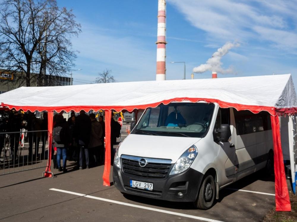 Vidurdienį Vilniuje ir Kaune pradeda veikti koronaviruso testavimo punktai