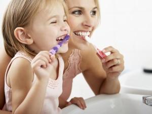 Vaikų dantys – tėvų įpročių atspindys