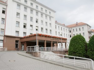 Kauno klinikos paskelbė ir atšaukė įpareigojimą medikams nedirbti kitose ligoninėse