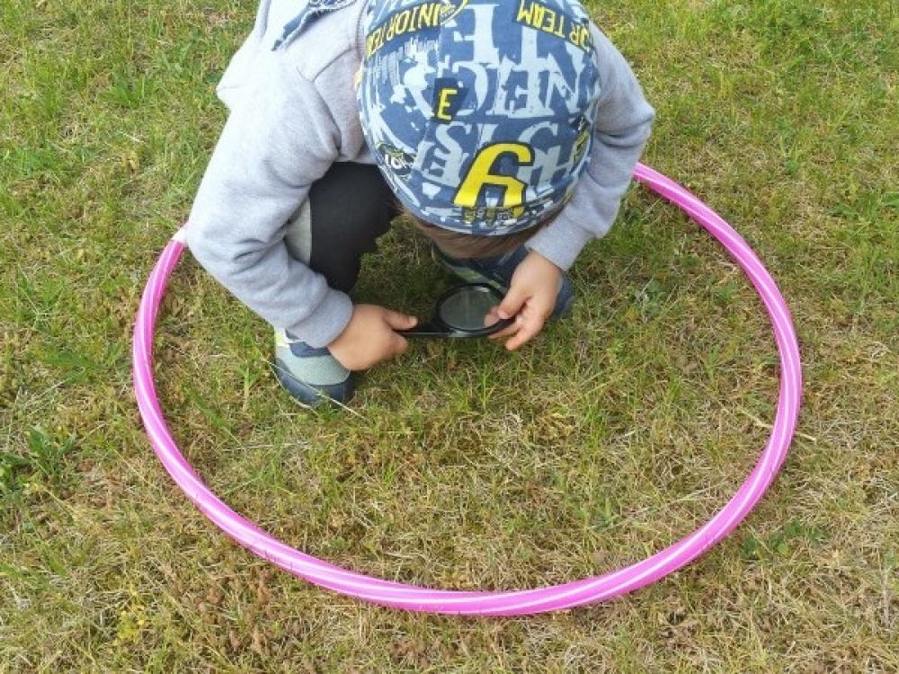 SAM: lauke galima būriuotis ne daugiau penkių žmonių, žaisti – vienos šeimos vaikams