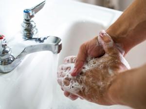 Rankų higiena – įprasta, bet užmirštama