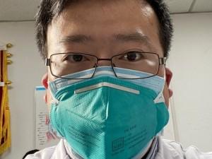 Kinija: apie virusą skelbusio Uhano gydytojo nederėjo bausti