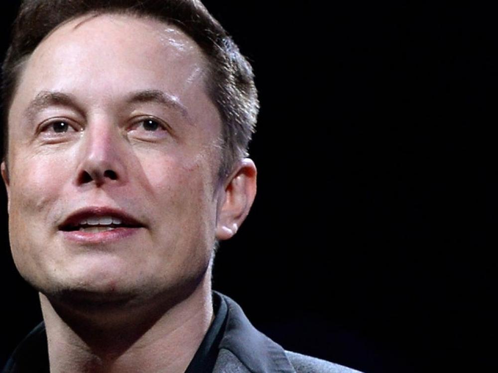 """Elonas Muskas pažadėjo: """"jei tik prireiks, gaminsime medicininius ventiliatorius"""""""
