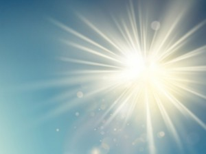 Jei karantiną leidžiate sodyboje, nepamirškite pasirūpinti apsauga nuo UV spindulių