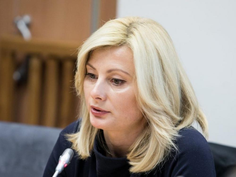 Komisija Vyriausybei siūlo pratęsti karantiną, spręsti dėl A.Verygos