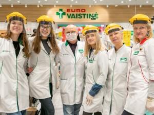 Vaistininkai-herojai: po darbo veža vaistus į kitą miestą, šypsosi ir rūpinasi klientais