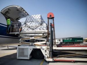 Kaune nusileido antrasis lėktuvas su apsaugos priemonėmis medikams