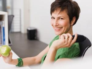 Snaudulį darbe blaško sveika mityba