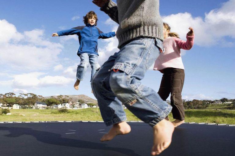 Vaikai ant batuto – lauk bėdos