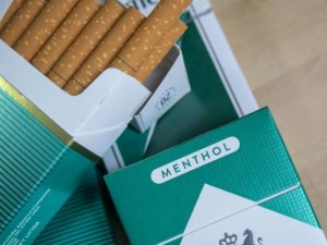 Įsigaliojo mėtinių cigarečių draudimas: nesutariama, ar tai skatins nelegalią rinką