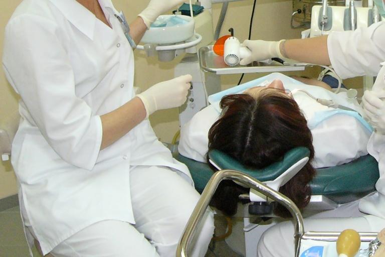 Purto odontologus: siūlo atiminėti licencijas