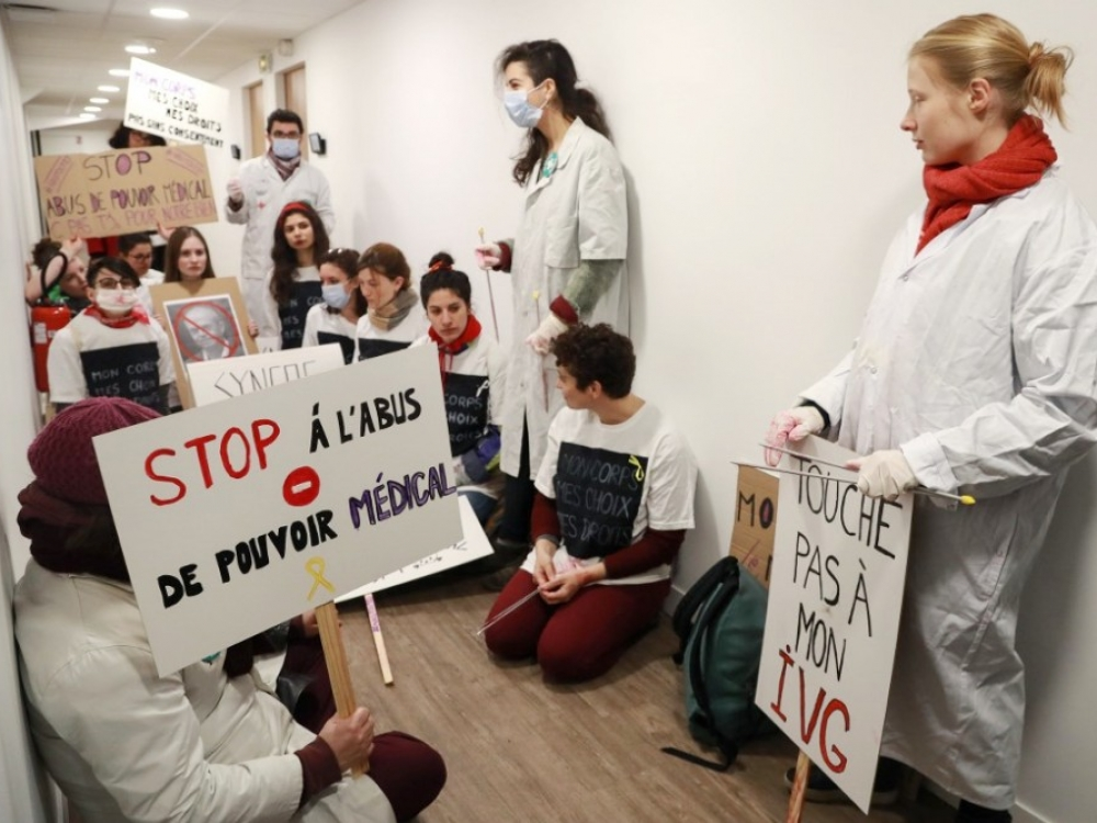 Prancūzų gydytojai: mums reikia pinigų, o ne medalių