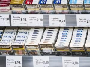 Seimas linkęs drausti viešai eksponuoti tabako prekes